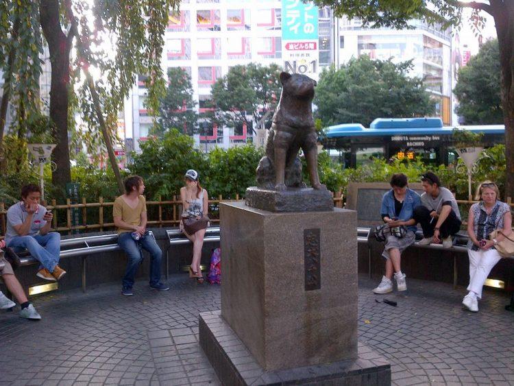 Patung Hachiko via detik