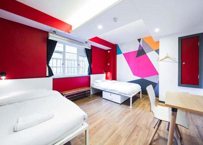 Suasana Kamar di Generator Hostel London via Hotel-Ds