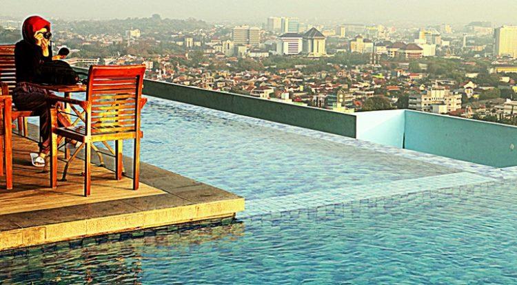 Tahu Nggak,Star Hotel SemarangPunya Kolam Renang Hotel Tertinggi di Indonesia Lho. Wow!