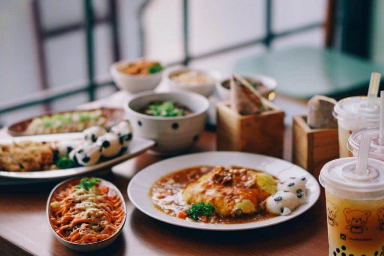 Itadakimasu via eatandtreats.blogspot