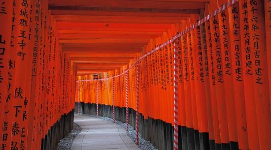 Lorong torii di Fushimi Inari Taisha via Infojepang