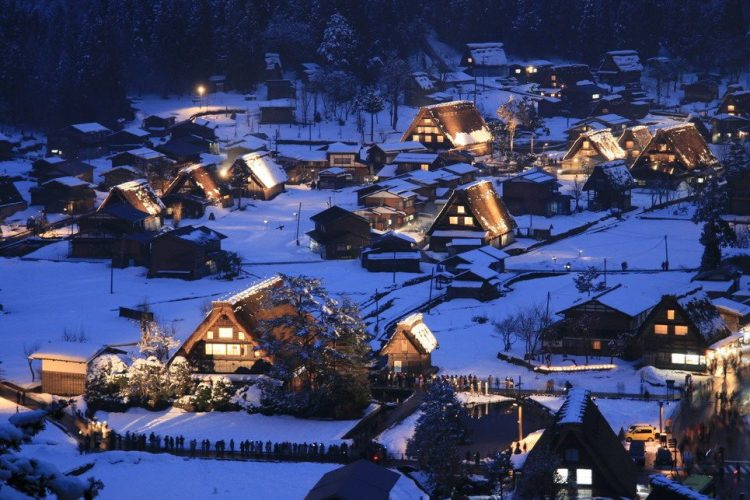 Musim dingin di Shirakawago. Foto via mellowmonkcom