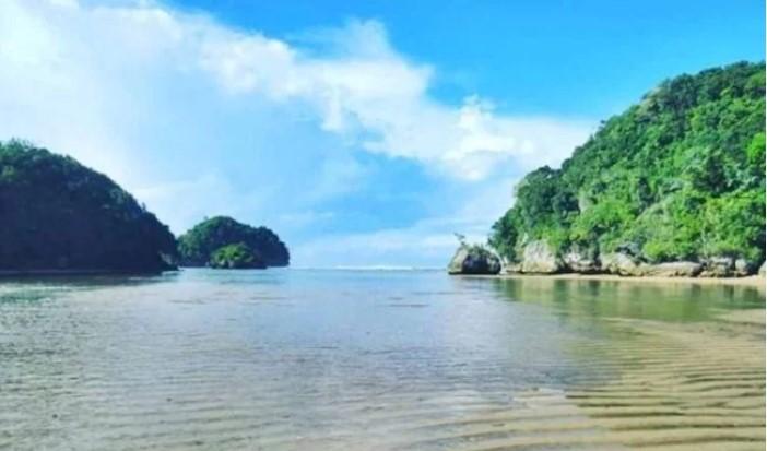 Pantai Clungup via Saung