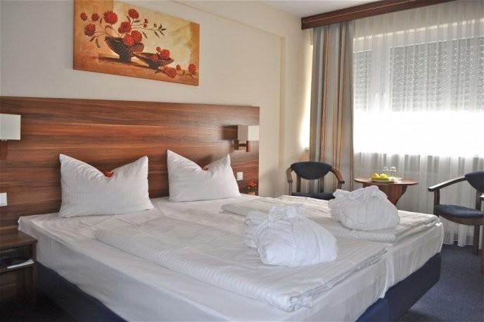 Room Savoy Hotel via Budgetplaces