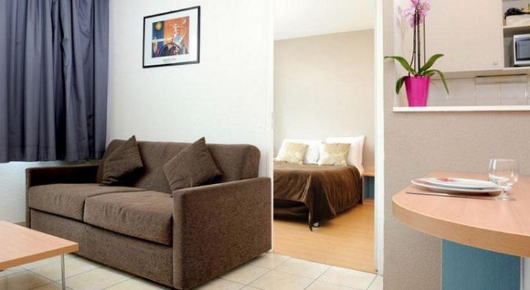 Ruang tamu dan ruang tidur, via booking