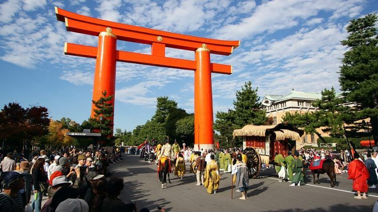 Torii utama Heian Shrine